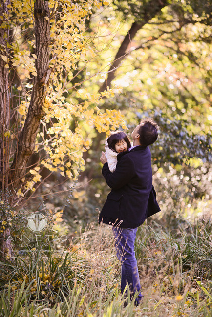 Bay-Area-lifestyle-family-photography-daughter-cracking-up-while-father-holds-her