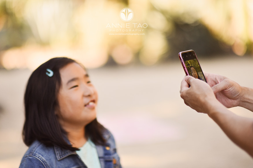 San-Francisco-Bay-Area-lifestyle-family-photography-father-taking-photo-of-daughter-with-phone