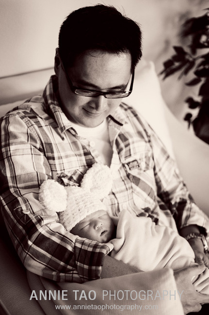 San-Francisco-Bay-Area-Newborn-Photography-dad-holding-baby-in-bunny-hat