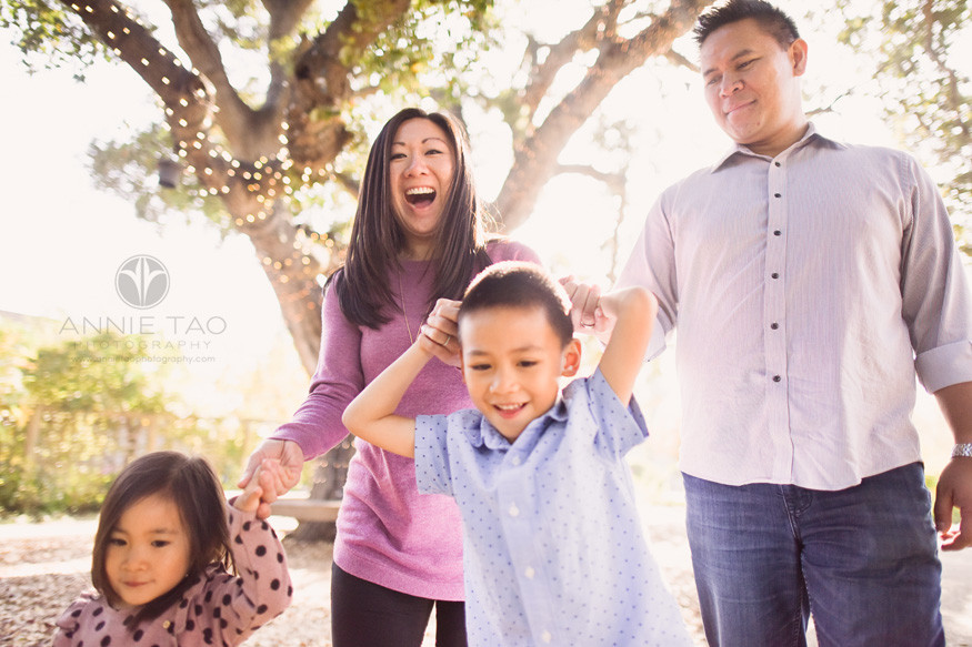 san-francisco-bay-area-lifestyle-family-photography-holding-hands-with-smiles-and-sunshine