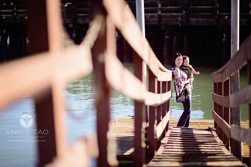 San-Francisco-lifestyle-family-baby-photography-mom-holding-baby-at-end-of-dock