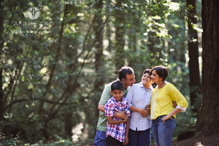 East-Bay-lifestyle-family-photography-cozy-family-in-redwood-forest