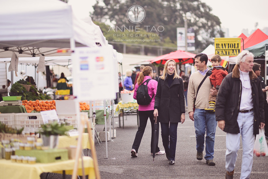 San-Francisco-Bay-Area-lifestyle-family-photography-family-at-a-Farmers-Market