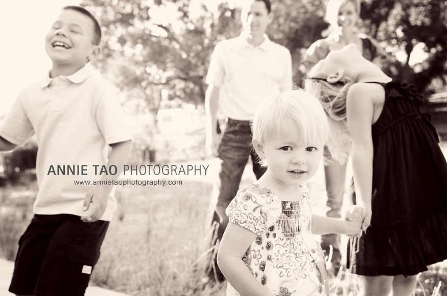 East-Bay-Family-Photography-family-cracking-up