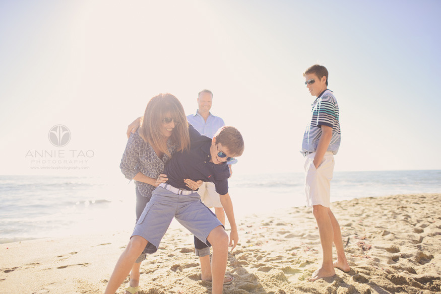 Bay-Area-lifestyle-family-photography-family-playing-on-beach