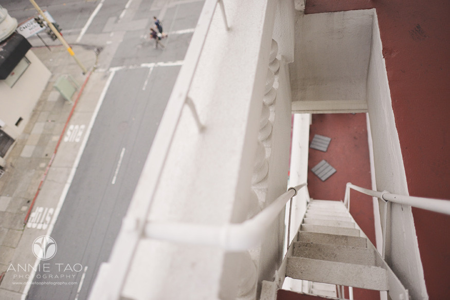 San-Francisco-lifestyle-photography-looking-down-onto-fire-escape-ladder-and-street