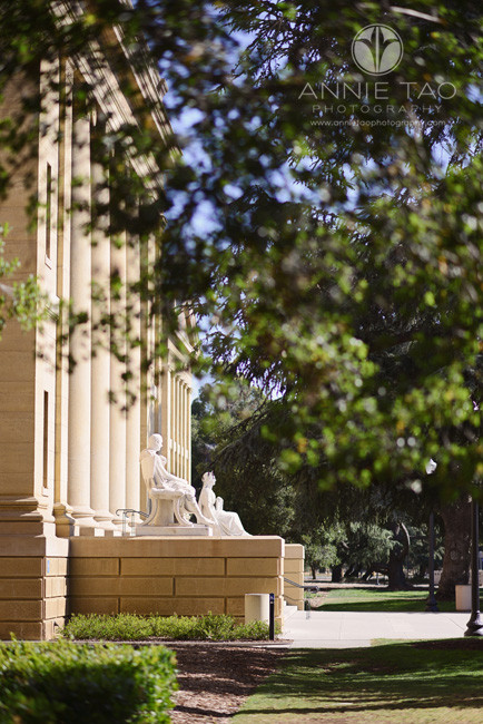 Bay-Area-lifestyle-photography-museum-entrance-profile-view