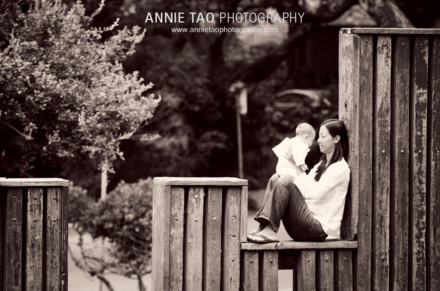 Berkeley-lifestyle-family-photography-mom-and-baby-sitting-on-wood-structure