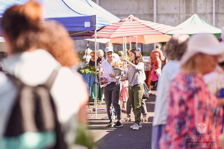 San-Francisco-Bay-Area-lifestyle-teen-photography-walking-around-and=holding-flowers-at-farmers-market