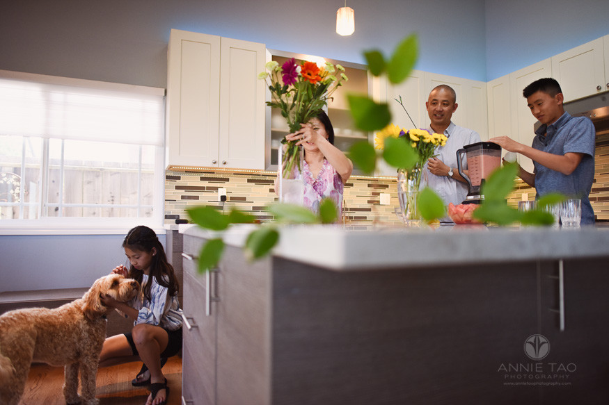 San-Francisco-Bay-Area-lifestyle-family-photography-family-hanging-out-in-kitchen-3