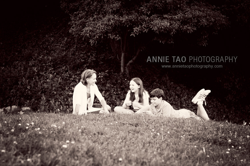 East-Bay-lifestyle-children-photography-mom-and-kids-talking-together-2