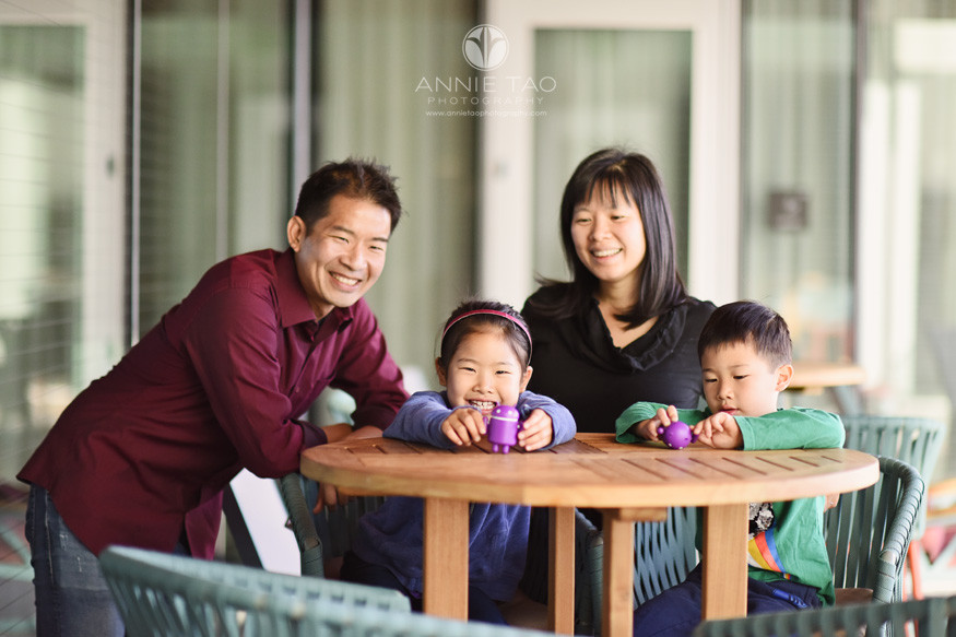 San-Francisco-Bay-Area-lifestyle-family-photography-gathered-on-the-patio