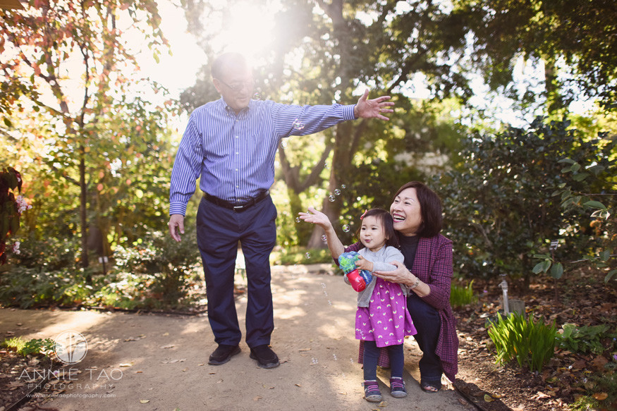 Bay-Area-lifestyle-family-photography-grandparents-playing-bubbles-with-granddaughter