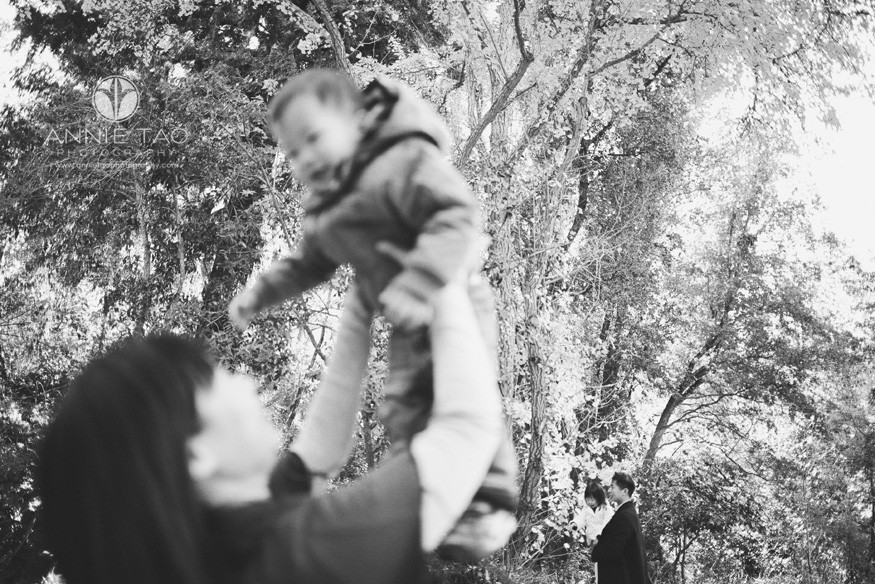 Bay-Area-lifestyle-family-photography-two-layers-of-parents-holding-kids-BxW