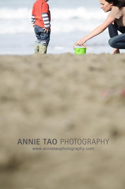 San-Francisco-urban-family-photography-mom-placing-bucket-for-son-at-the-beach