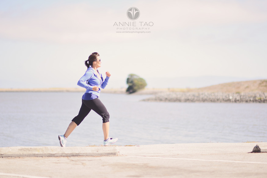 East-Bay-styled-photography-woman-jogging-by-marina
