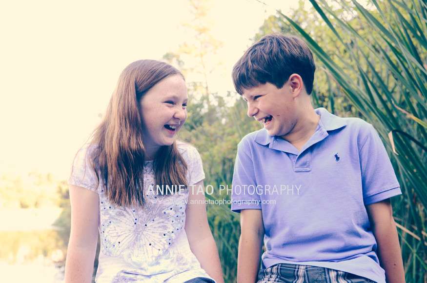East-Bay-lifestyle-children-photography-kids-laughing-on-pier