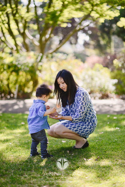 South-Bay-lifestyle-family-photography-mother-playing-with-toddler-son-in-grass