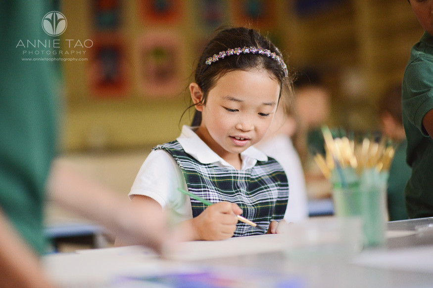 San-Francisco-Bay-Area-school-photography-smiling-student-painting