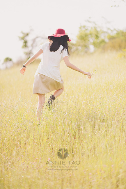 east-bay-lifestyle-children-photography-girl-with-hat-climbing-up-hillside