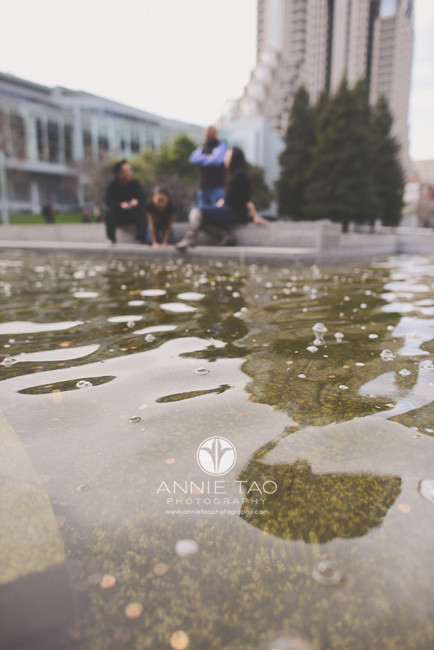 San-Francisco-lifestyle-family-photography-family-by-the-fountain