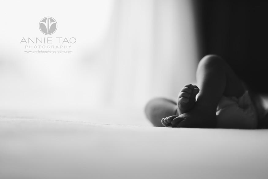 San-Francisco-newborn-baby-photography-baby-legs-crossed-closeup-of-feet-BxW