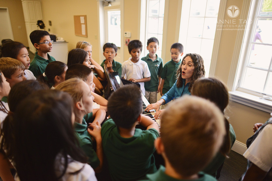 San-Francisco-Bay-Area-school-photography-music-teacher-playing-piano-while-class-sings