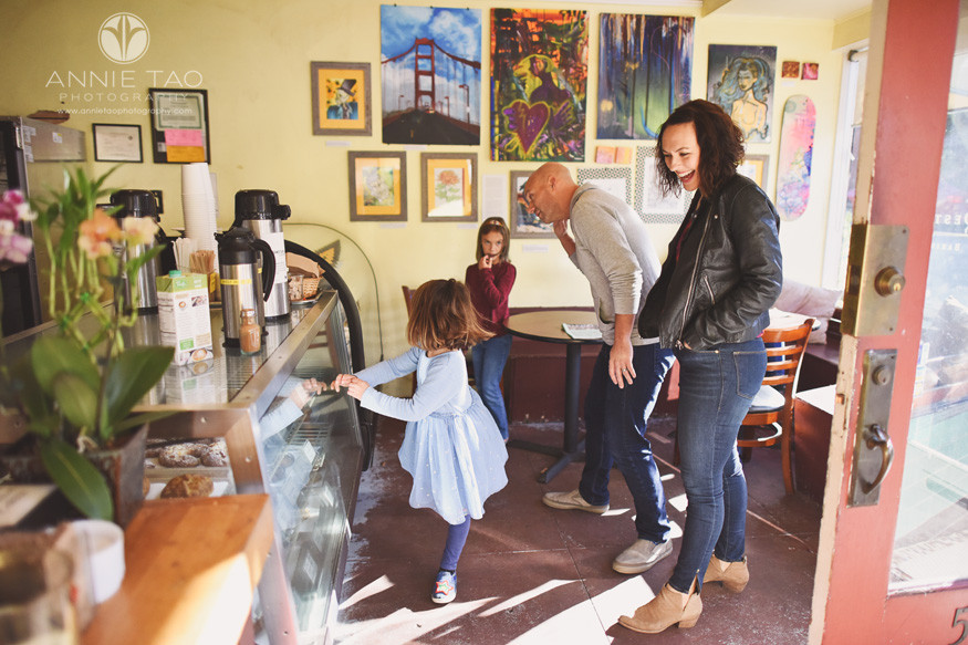 San-Francisco-lifestyle-family-photography-inside-neighborhood-bakery