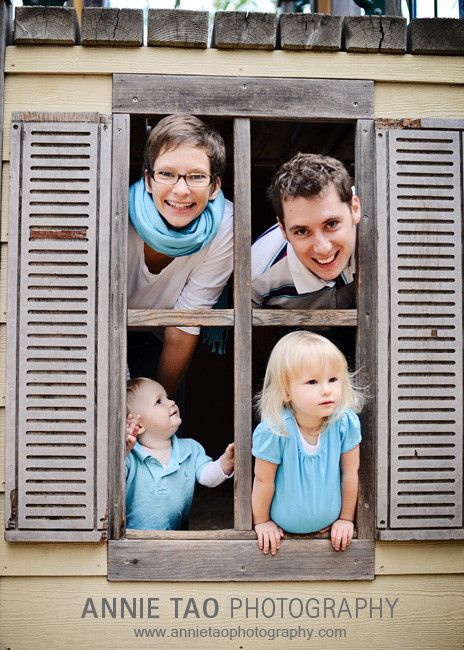 East-Bay-lifestyle-family-photography-family-in-a-window