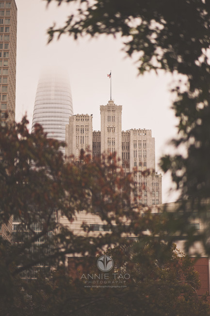 San-Francisco-lifestyle-photography-salesforce-building-in-the-fog
