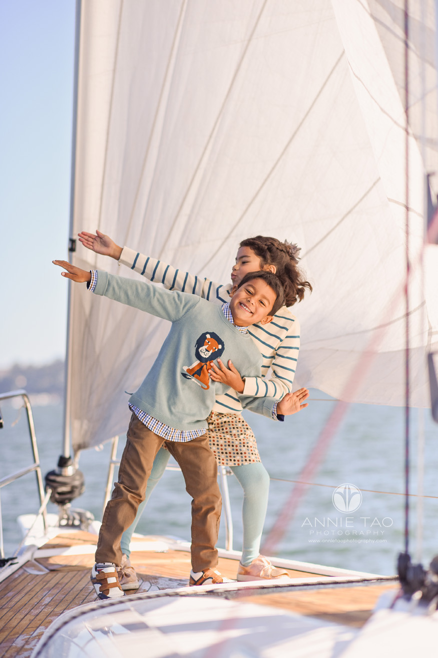 San-Francisco-lifestyle-children-photography-young-siblings-playing-on-sailboat-in-bay-HORIZ