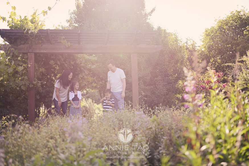 East-Bay-lifestyle-family-photography-family-in-the-garden