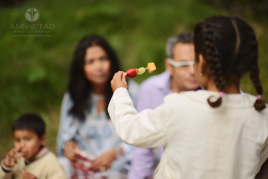 San-Francisco-lifestyle-family-photography-girl-showing-family-a-fruit-kabob