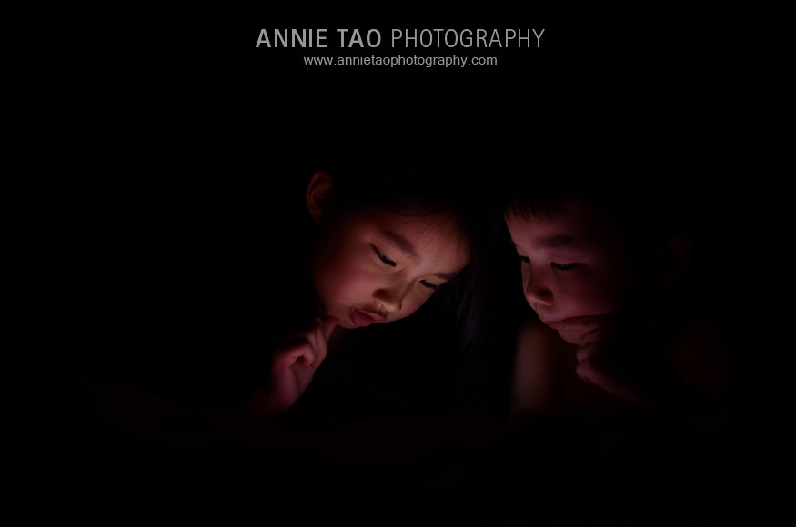 Annie-Tao-Photography-kids-playing-iPad-games
