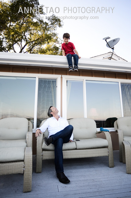San-Francisco-Bay-Area-lifestyle-family-photography-father-looking-up-at-son-on-the-roof
