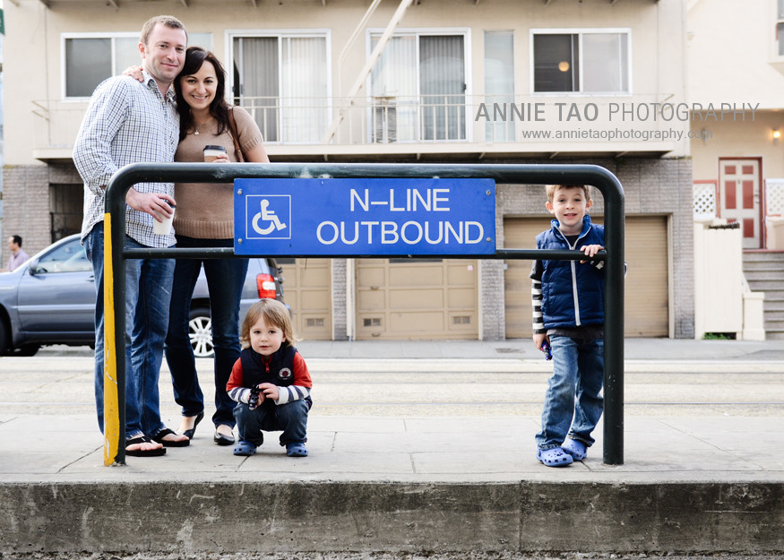 San-Francisco-urban-family-photography-family-waiting-for-the-train-at-stop