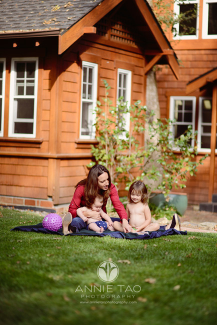 North-Bay-Marin-lifestyle-family-photography-mother-playing-with-her-kids-in-backyard