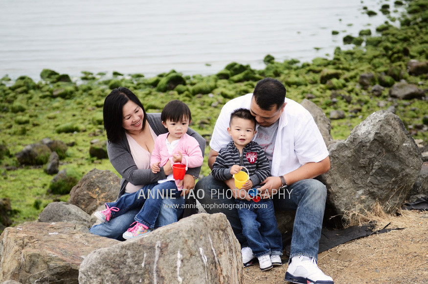 Chan-East-Bay-Lifestyle-Family-Photography-family-at-the-shore
