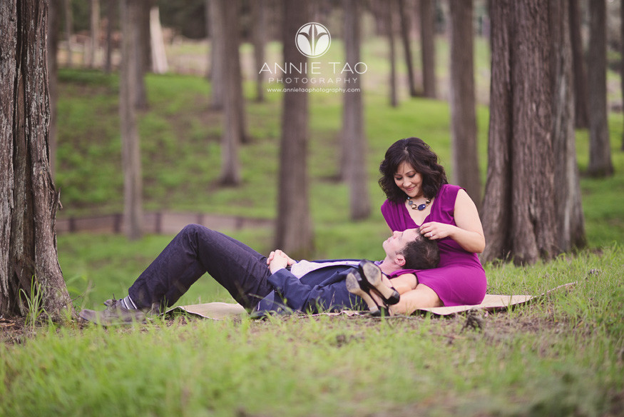 San-Francisco-lifestyle-engagement-photography-couple-relaxing-in-woods
