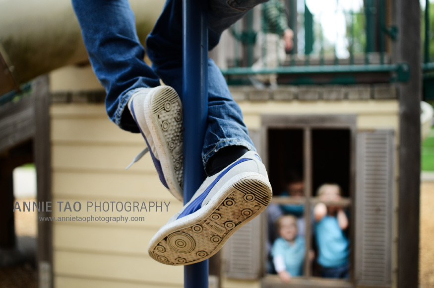 East-Bay-lifestyle-family-photography-dad-climbing-a-pole-while-family-watches