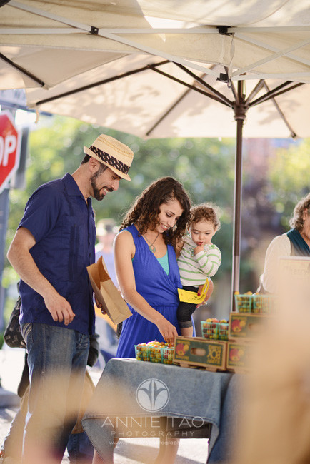 East-Bay-Commercial-Photography-family-shopping-at-Berkeley-farmers-market