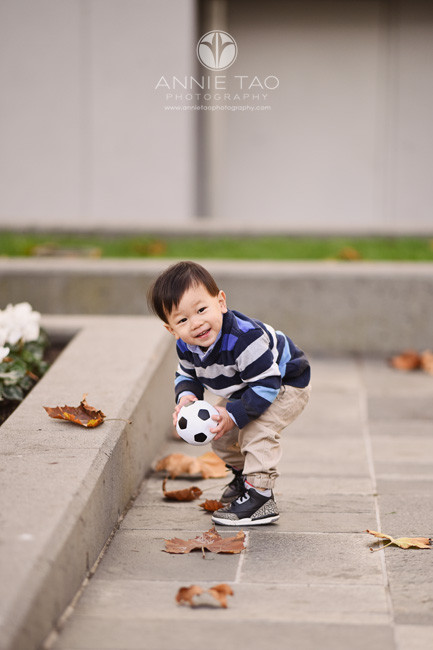 san-francisco-lifestyle-children-photography-toddler-with-giant-smile-when-retrieving-soccer-ball