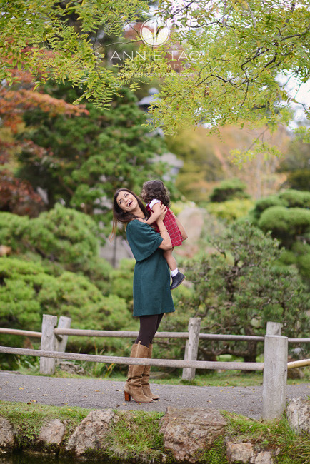 San-Francisco-lifestyle-family-photography-mother-picking-up-daughter-in-Japanese-garden