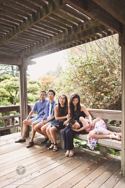 East-Bay-lifestyle-family-photography-relaxing-in-teahouse-in-japanese-garden