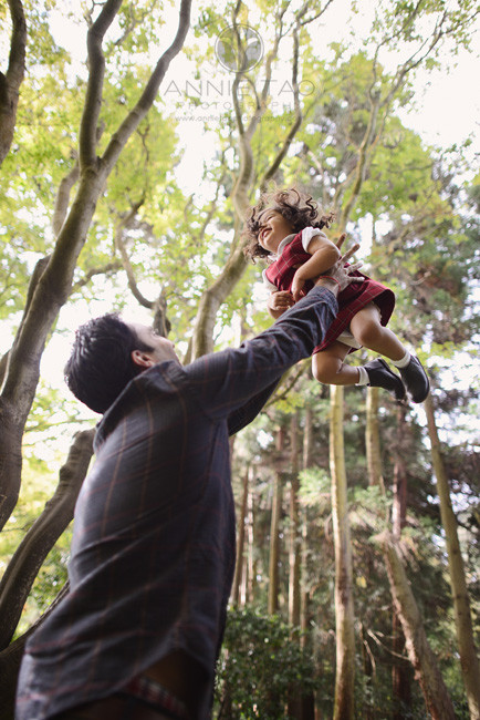 San-Francisco-lifestyle-family-photography-man-throwing-daughter-in-air-1