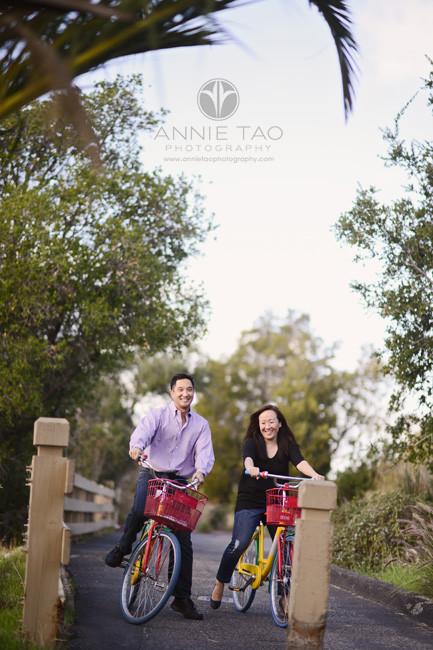 bay-area-lifestyle-photography-couple-riding-google-bikes