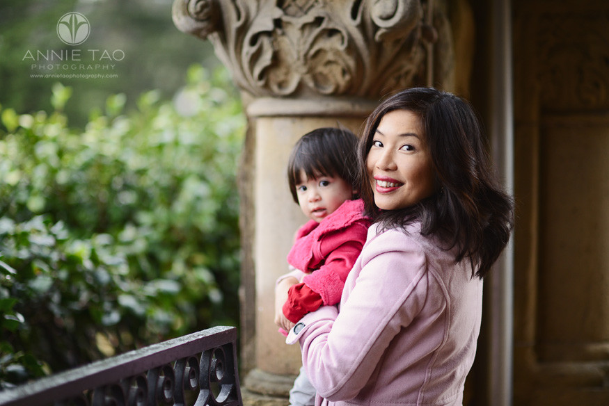 San-Francisco-lifestyle-family-photography-mom-holding-toddler-by-column