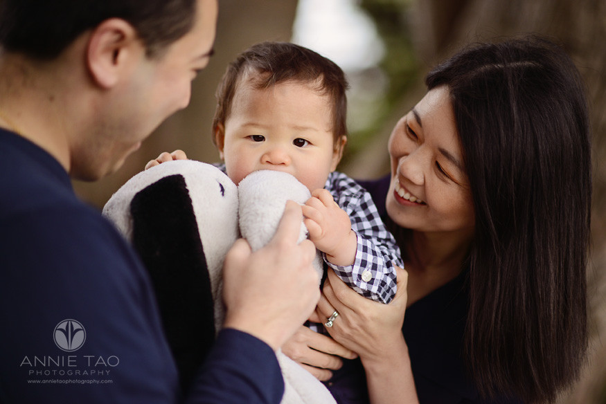 San-Francisco-lifestyle-baby-photography-parents-holding-baby-who-was-eating-Snoopy