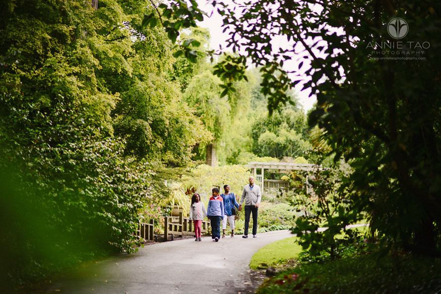 san-francisco-lifestyle-family-photography-family-walking-on-path