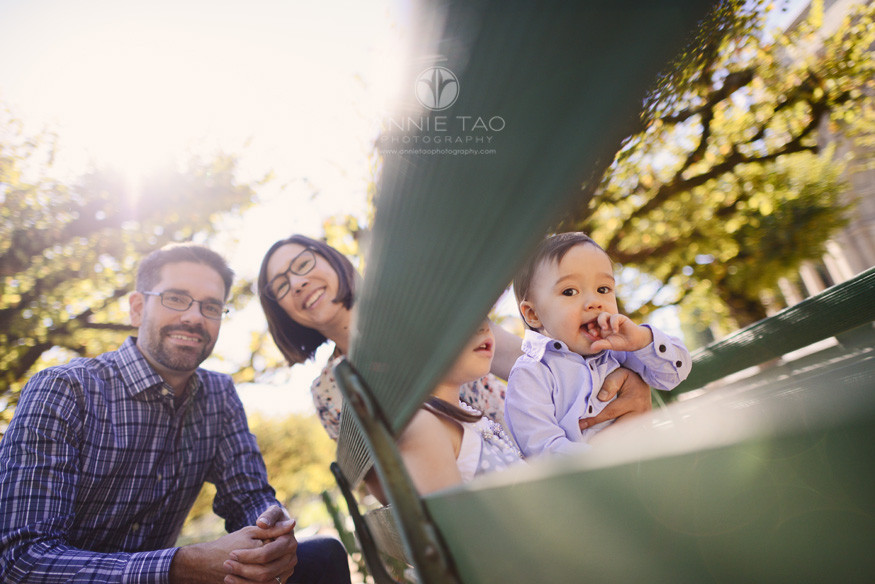 san-francisco-lifestyle-family-photography-family-of-four-stitting-on-benches-in-golden-gate-park